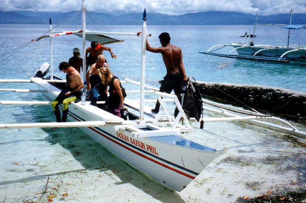 Dive boat to Pescador